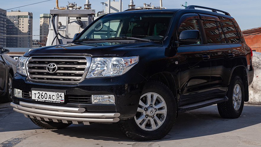Why Are Toyota Land Cruisers So Expensive? (5 Reasons)